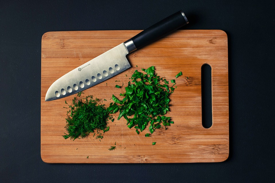 what is the difference between wooden and bamboo cutting boards